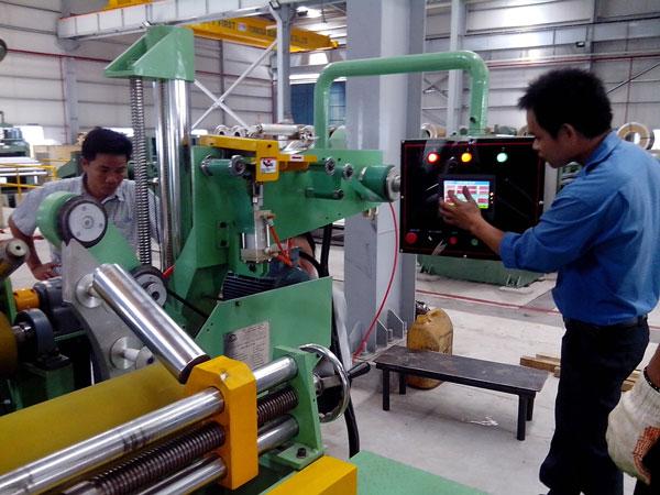 Tuyển gấp 8 nam thao tác máy tại Đài Trung, phí xuất cảnh thấp
