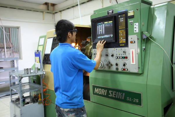don-hang-thao-tac-may-tien-cnc-tai-dai-bac-dai-loan